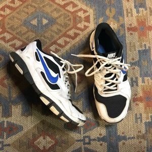 Nike vintage men's tennis shoes size 9.5